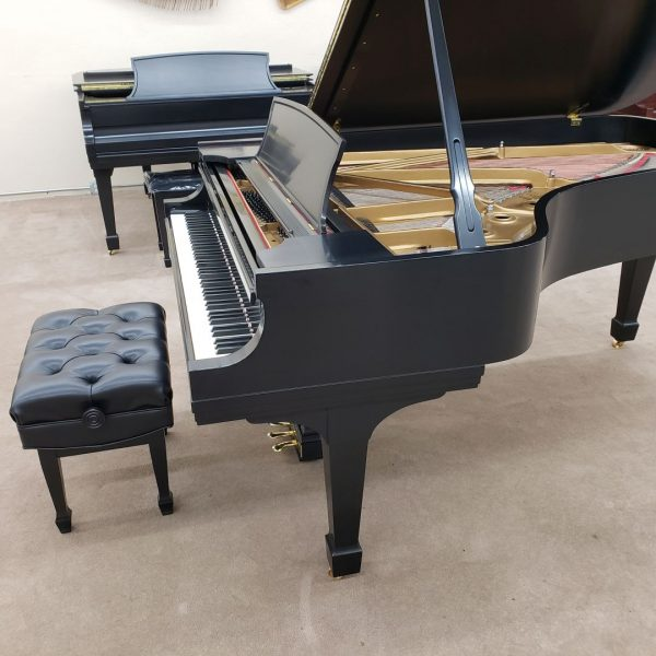 right side of Steinway B